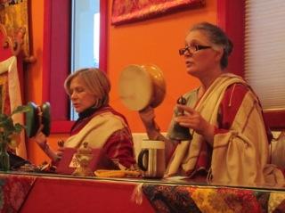 Khadro e Lama Tsering na prática da manhã – 7:00 AM